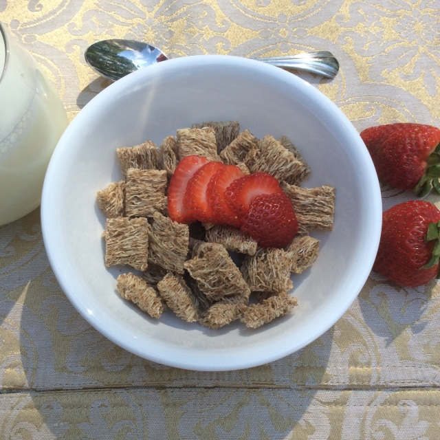 Whole grain shredded wheat with 1/2 a cup strawberries packs a delicious 8 grams of fiber. © Copyright 2015 Sangeeta Pradhan, RD, LDN, CDE