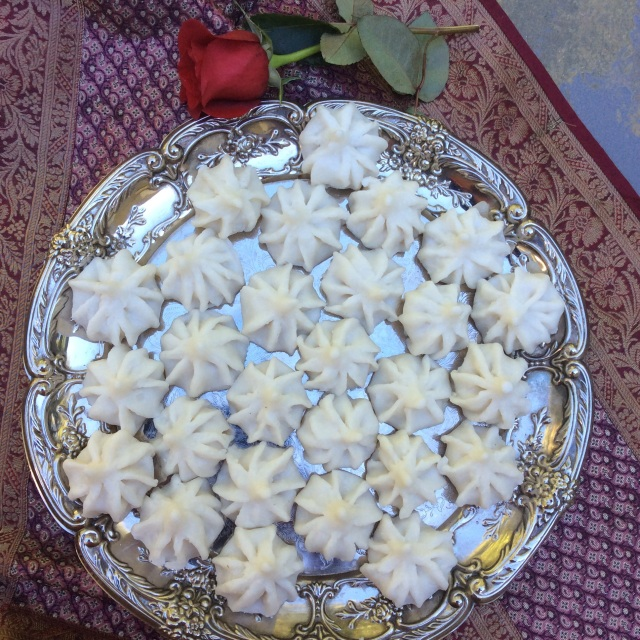 Steamed modaks, this recipe yields about 33-35. © Copyright Sept 2015, Sangeeta Pradhan RD, LDN, CDE