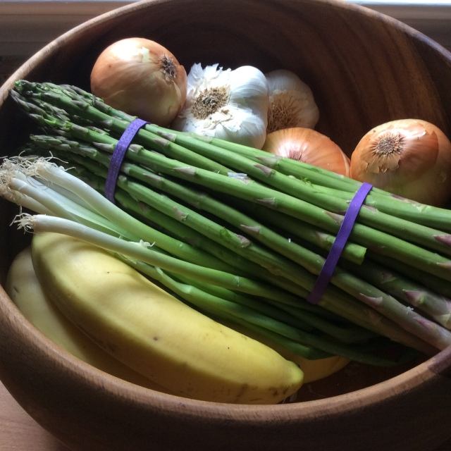 Garlic, onions, asparagus, bananas are all good sources of prebiotocs i© Copyright, Sangeeta Pradhan, Dec 2015.